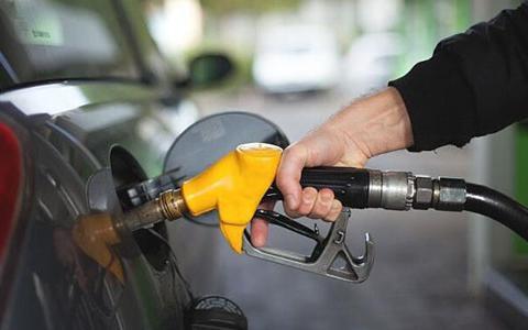 """油价迎""""第一降"""",车主能省约16元,下一轮调价将继续降价?"""