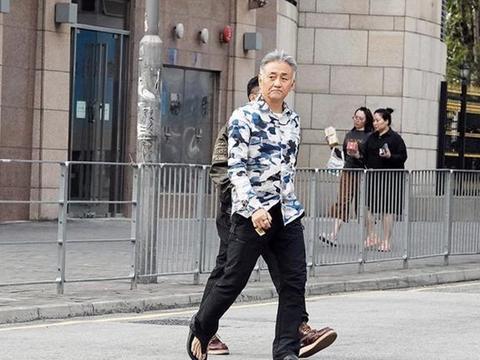 60岁吴岱融实力宠妻半亿房产全写钟淑慧名下,两人相爱25年情不变