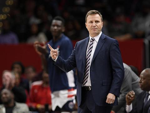 布鲁克斯:比尔的上篮很漂亮,布朗的那记传球也同样出彩