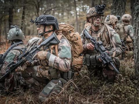 法国特种部队演习,德国步枪、比利时机枪装满配件,装备欧洲领先