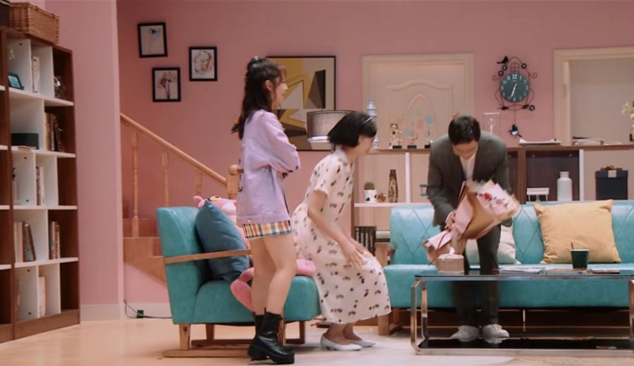 邢菲穿10cm短裙上节目,当她抬起腿的那一刻,网友疯狂截图!