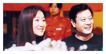59岁老戏骨巫刚近况曝光,和20年发妻离婚后,被传与陈瑾再婚?