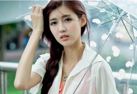 """为啥""""共享雨伞""""大量丢失,老板却很高兴?网友:你看伞上写啥"""