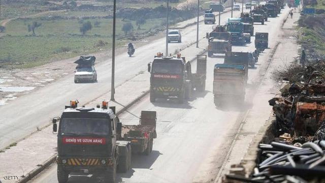 土耳其不甘心失败,400余辆军车挺进叙利亚:随时行使自卫权