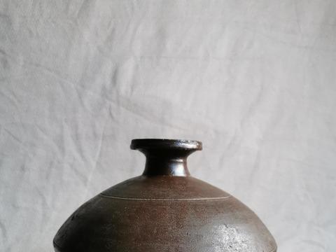 晋唐时期酱釉青瓷壶