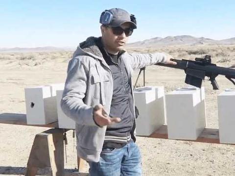 国外牛人用巴雷特射击保险柜, 一枪下去后保险柜会变成什么样子?