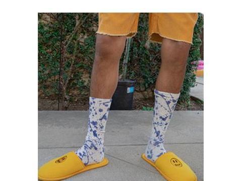 比伯现身街头,任性穿中年polo衫配拖鞋,还是国内明星精致点