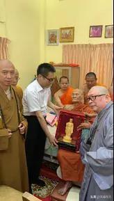 明一法师与日照法师共携108僧团及居士参加106岁僧王追思会