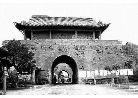 北京市东城区、西城区共有32个街道,只有1个街道地跨了旧城内外