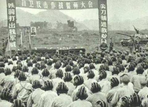 对越自卫战中,面对越南女兵诈降,张万年说了四个字:照打不误