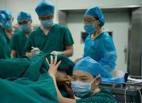 """产妇2个小时顺利产子,婆婆却说儿媳是""""经产妇"""",医生脸都黑了"""