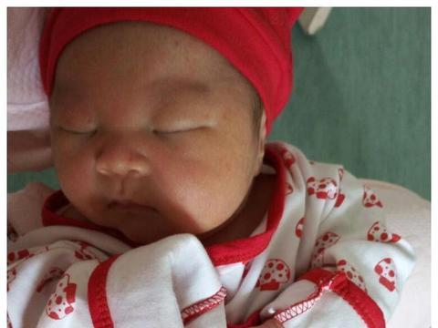 """萌宝出生自带心形胎记,胎记中的""""红白紫青褐粉黑"""",有啥区别?"""