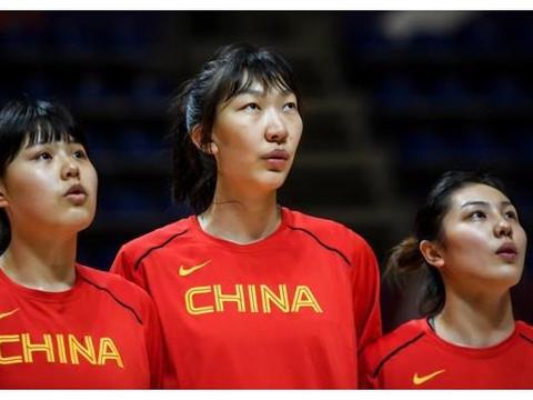中国女篮中锋李月汝,获得奥运预选赛篮板王,她能超越郑海霞吗?