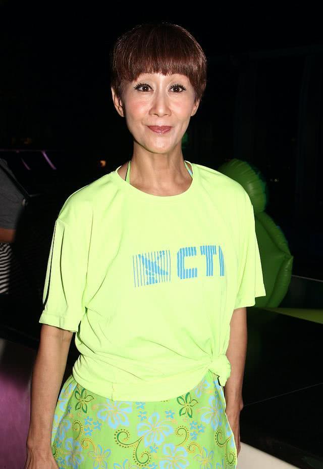 68岁陈曼娜豪不惧疫情豪宅设宴为友人庆生,首届港姐冠军罕见露脸