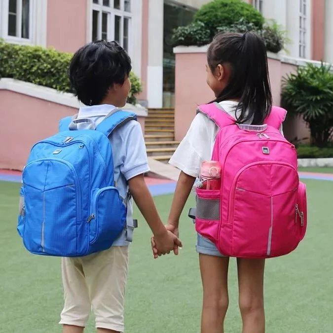 这才是给孩子背的理想书包!有了它,5公斤书本背着也不累,护脊、减负、不驼背