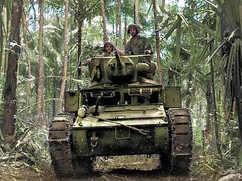 """冲绳战役中令人伤心的一幕: 美军战地记者镜头下的""""坦克之死"""""""