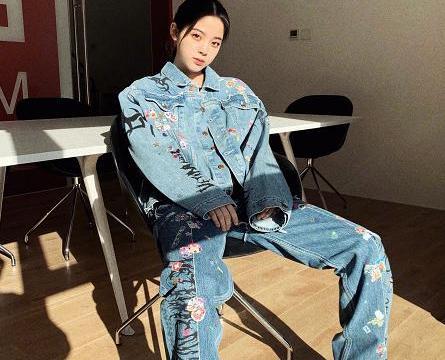 """不愧是时尚教父,欧阳娜娜为陈冠希抛弃匡威,穿上了""""小蓝鞋"""""""