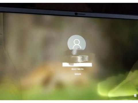 你往手机屏幕上喷酒精了吗?电子设备屏幕消毒要谨慎