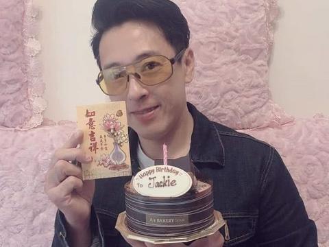 吕颂贤54岁生日,老婆景婷用心陪伴,做一对快乐的丁克夫妻