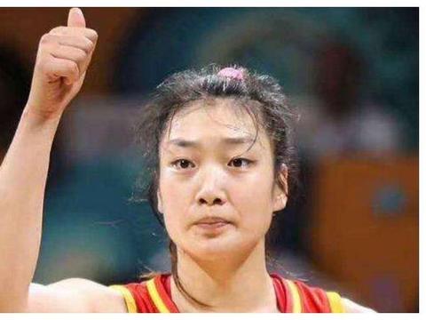 中国女篮李梦被称为女版詹姆斯,她的年薪成热议,球迷觉得太低了