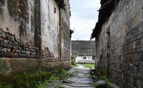"""江西这个村子太牛了!前有护城河、四周有城墙,被称为""""小南京"""""""