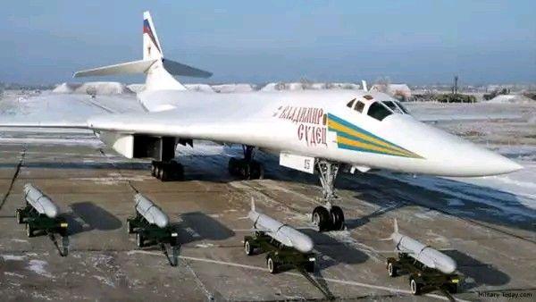 航母沦为活靶子,俄战略轰炸机载高超音速导弹,威力堪比洲际导弹