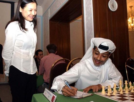 44岁棋后诸宸气质十足,与卡塔尔丈夫结婚20年,丈夫为她拒绝多妻