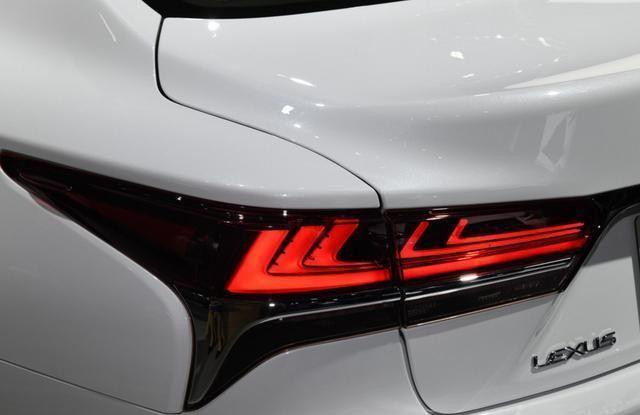 丰田在华最牛的轿车,起步配空气悬架+10AT