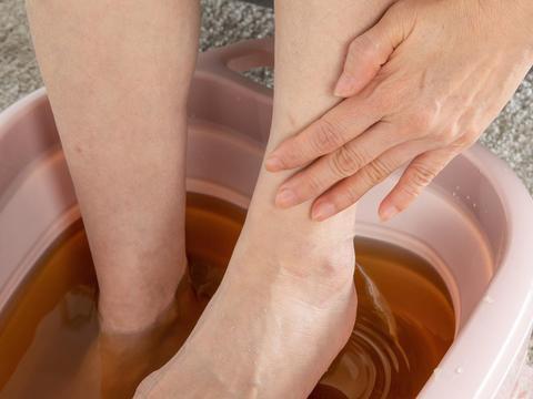 千万别用热水给孩子泡脚,你的好心可能毁了孩子一生!