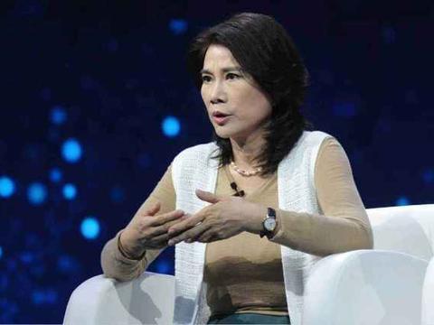 她和雷军对赌10亿,如今为武汉捐出一个亿,被赞值得佩服的企业家
