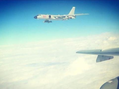轰-6K绕岛巡航,亮点不是挂载的导弹却是歼-11B?透露重要的讯息