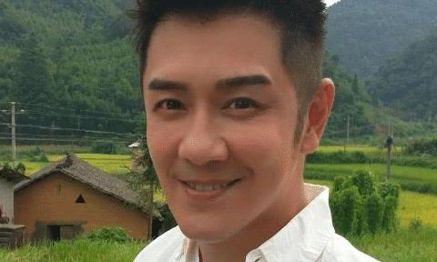 被称为不老男神的陈浩民年近半百,依然非常爱美,敢于承认微整形