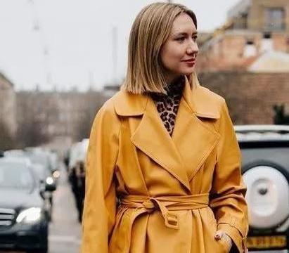 今年时尚圈流行皮质单品,皮大衣+高跟鞋打造超模感!时髦不廉价