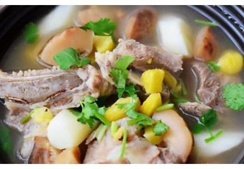 家味美食:香菇烧板栗,培根炒芦笋,香辣无头鱼,蒜味蒸鳕鱼