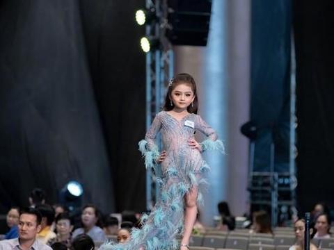 泰国6岁童模一夜走红!看上去如同缩小版的超模一样,好美!