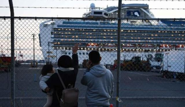 美要撤走425名美国人再隔离,激怒美乘客:从悲剧到喜剧再到闹剧