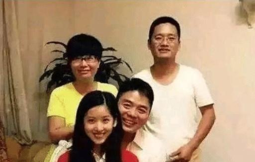 比刘强东只大5岁的丈母娘长啥样?当看到照片后,网友:我好难啊