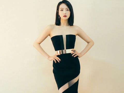33宋茜秀大长腿太高级,穿黑色抹胸长裙只开一条缝,优雅又抢镜
