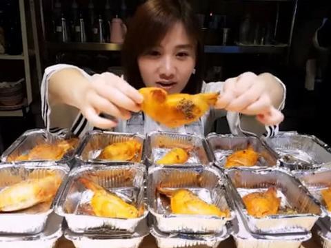 """大胃王吃28个鸡翅包饭,放嘴中""""露馅""""了,网友:还能火多久?"""