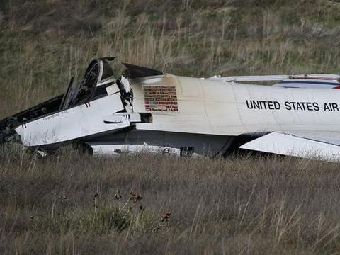 又一架美国飞机坠毁,飞行员和乘客无一生还,向世界发出警告