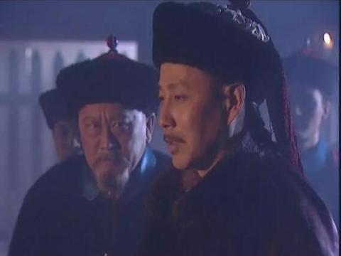 在《康熙王朝》中饰演索额图,他的演技不输陈道明,曾获金狮奖