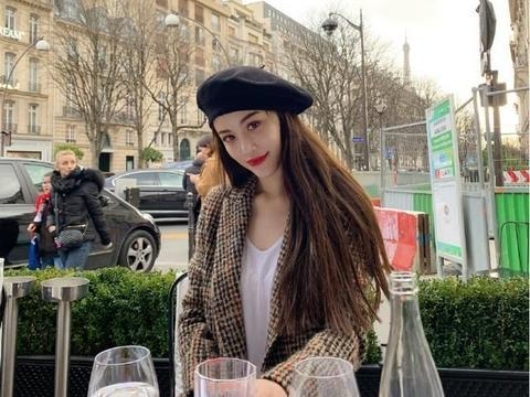 葛天不愧是刘翔的前妻,穿格纹西装配白T恤在国外凹造型,美炸了