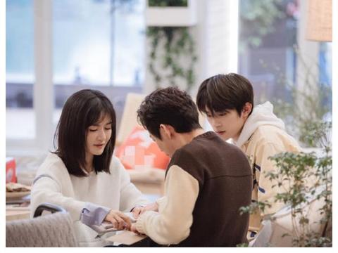 何炅谢娜新节目搭档易烊千玺,逆龄生长,三个人同框好养眼