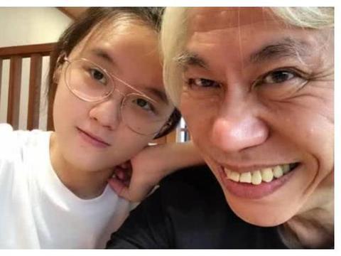 年龄相差39岁爷孙恋,发文庆祝恋爱7周年,并且透露今年结婚