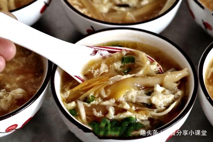 最近很火的一道醒酒汤,简单几步就上桌,汤汁鲜美,喝一碗超暖胃
