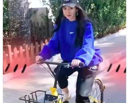 刘恺威前妻超精致,杨幂穿卫衣骑自行车,双手却涂了精致的指甲油