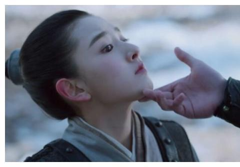 """吴磊捏起宋祖儿的脸,镜头给出面部特写,才知啥叫""""吹弹可破"""""""