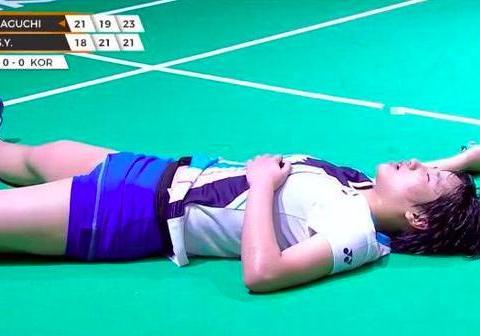 关键盘23-21绝杀!日本3-0夺亚洲冠军疯狂庆祝,韩国小将懊悔哭泣