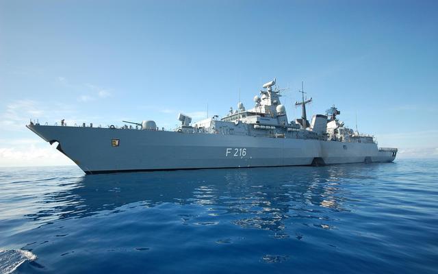 又一强国开始追随美国,也想来南海秀肌肉,海军已开始蠢蠢欲动