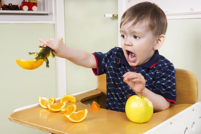 孩子经历2-3岁叛逆期,父母这样做比打骂都管用,宝宝更听话